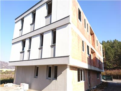 Vanzare Apartament 3 camere, 74 mp, zona Colina ! (loc de parcare )