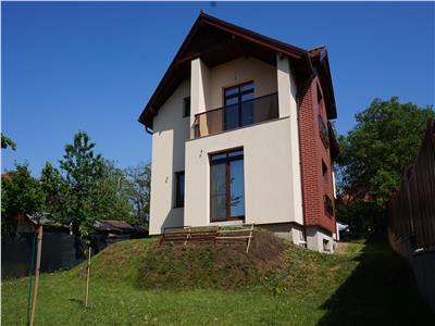 Vanzare Casa Individuala, 5 camere, 190 mp utili, teren 500 mp, 2 Parcari, zona Borhanci!