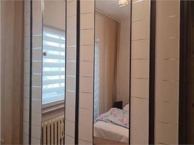 Vanzare apartament  4 camere, 81 mp  cu garaj inclus, zona strazii Campului